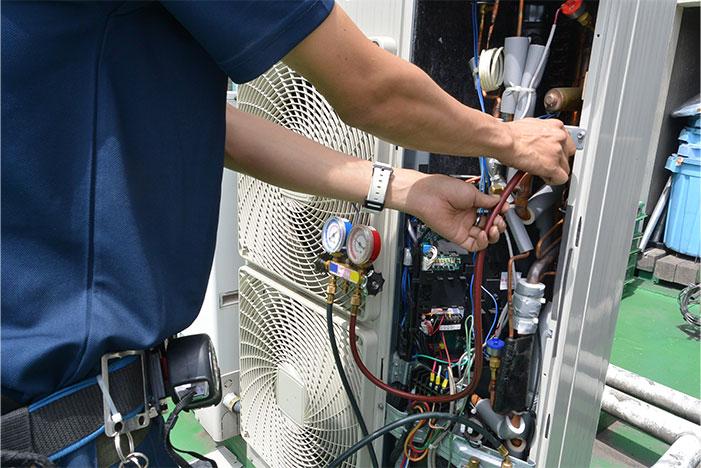 幸凌冷熱では業務用の空調設備の修理やメンテナンスをおこなっています